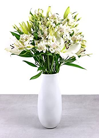 Premium White Lily 'I'm thinking of you' Flower Bouquet - Beautifully Gift Packaged Fresh Flowers by Post - Delivered for FREE with an A6 Greeting Card Inc. a Personal Message by Beards & Daisies