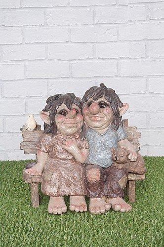 Loved Up Troll/Gnome Couple assis sur un banc de jardin avec en forme de chat – Grand Décor de jardin