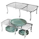 mDesign Juego de 2 repisas ajustables para interiores de armarios de cocina – Práctica balda extensible de metal para ampliar el espacio de guardado – Estante para platos antideslizante – plateado