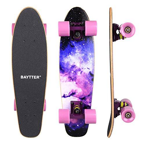 Preisvergleich Produktbild BAYTTER® 22 Zoll Skateboard Komplett Board Mini-Cruiser aus 7-lagigem Ahornholz 57 x 15cm für Kinder,  Jugendliche und Erwachsene mit ABEC-11 Kugellager und 95A Rollenhärte,  5 Farben wählbar (violett)
