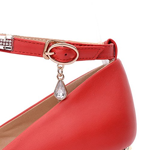 AllhqFashion Damen Weiches Material Rund Zehe Mittler Absatz Schnalle Rein Pumps Schuhe Rot