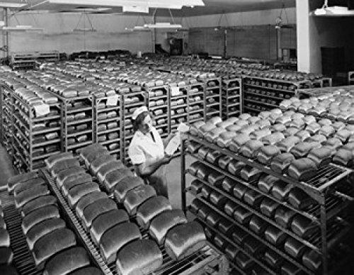 female-worker-examining-bread-in-a-bakery-pepperidge-farm-bakery-norwalk-connecticut-usa-poster-prin