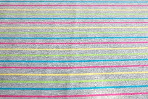 qualitativ-hochwertiger-jersey-mit-schmalen-streifen-gelb-turkis-pink-grun-auf-grau-als-meterware-mi
