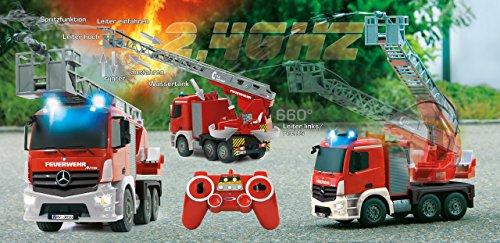 RC LKW kaufen LKW Bild 1: Jamara 404960 - Feuerwehr Drehleiter 1:20 Mercedes Antos 2,4G – deutsche Sirene mit blauen LED Signallichtern, 420 ml Wasserbehälter, reale Spritzfunktion, programmierbare Funktionen, 4 Radantrieb*