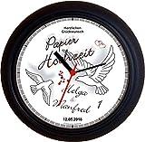 Lucky Clocks TAUBEN ZUM 1. Hochzeitstag PAPIERHOCHZEIT grau Wanduhren für jeden Anlass mit jeder Beschriftung und jedem Vornamen Namen erhältlich
