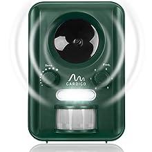 Gardigo Repellente solare ad ultrasuoni scaccia animali con sensore PIR di movimento e luce flash - Il modo naturale più efficace per proteggere la tua proprietà!  Il repellente è stato progettato per spaventare gli animali e farli sfuggire l'area pr...