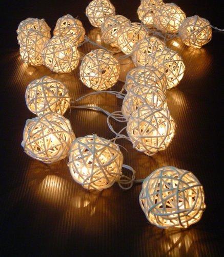 Preisvergleich Produktbild 20 naturfarbene Kugel Rattan Ball Deko Lichterkette Innenraum LED Lichterkette Batterie Weihnachtsbeleuchtung Deko Christmas Weihnachtsdeko
