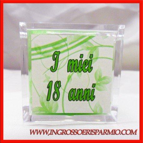 Scatole in plexiglass portaconfetti con immagine sfondo verde e scritta