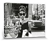 1art1 102925 Audrey Hepburn - Window Poster Leinwandbild Auf Keilrahmen 80 x 60 cm