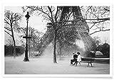 """JUNIQE® Poster 20x30cm Schwarz & Weiß Paare - Design """"Paris"""" (Format: Quer) - Bilder, Kunstdrucke & Prints von unabhängigen Künstlern - Kunst & Bilder von Paris - entworfen von Picture On The Fridge"""