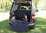 KAMACA Universeller Kofferraumschutz Ladekantenschutz und Liegecomfort - Kofferraummatte Hund gepolstert , mit weichem sehr angenehmen Viskose - Komfortschaum - Polster und einem abnehmbaren und abwischbaren Bezug aus Kunstleder mit Stoßstangenschutz, mit Antirutschgewebe auf der Unterseite - verschiedene Größen für jeden PKW , Kombi , SUV und Klein - Bus (M - 100 cm breit x 80 cm tief x 3 cm hoch)