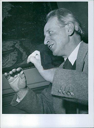 vintage-photo-of-edwald-becker-carus-a-teacher-at-the-rudolf-steiner-school-in-hamburg-to-visit