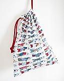 J'ai cousu ce sac à coulisses avec un joli coton imprimé. Il ferme grâce à un cordon en coton. Pour les enfants ou pour maman, ce sac est très utile pour tous les jours : à l'école pour ranger le doudou, les vêtements de rechange ou les chaussons de ...