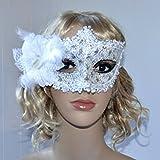 Halloween Augenmaske mit Verzierung und Blume in weiß