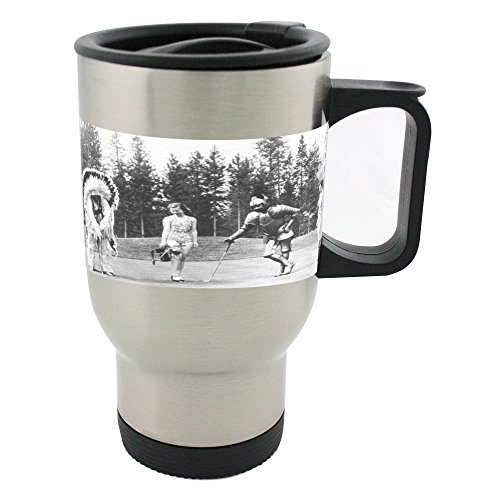 Kostüm Kostüm Party Playing Golf in. Zwei Frauen in Badeanzug One Man Eine Rüstung gekleidet als Indian Chief und One Man Verkleidet als. Golf Spieler. Spaß. 14oz Edelstahl Tasse