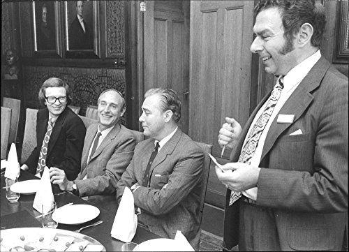 vintage-photo-of-dr-peter-blaser-roy-yensen-stewart-g-wolf-and-lennart-levi-discusses-the-meeting-of