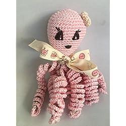 Pulpo de crochet para recien nacidos, pulpo amigurumi para bebés. Color rosa claro.