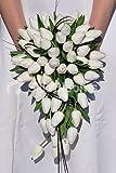 Blanca clásica 'toque fresco' holandés tulipanes y follaje suite Cascade ramo de la boda