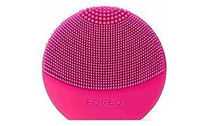 FOREO LUNA play plus, reisefreundliche Gesichtsmassagegerät , Rosa (Fuchsia), austauschbare Batterie und wasserfestes Hautpflege-Gerät