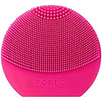 LUNA Play Plus de FOREO es el cepillo facial recargable de silicona, Fuchsia. Con pilas recambiables y resistente al agua, el cepillo facial para todo tipo de piel
