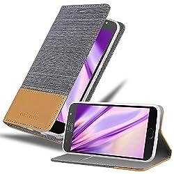 Cadorabo Hülle für Motorola Moto G5S Plus - Hülle in HELL GRAU BRAUN - Handyhülle mit Standfunktion und Kartenfach im Stoff Design - Case Cover Schutzhülle Etui Tasche Book