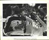 Vintage Photos 1989Press Photo Barbe High School Coéquipiers Cheer à State Quad...