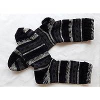 Wollsocken, bunte gestrickte Socken, verrückte Socken, verschiedene Größen