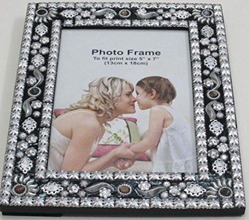 Kare Bilderrahmen Black Magic für Fotos im Format 10 x 15 cm, Fotorahmen zum Aufstellen, Maße: 23 x 18 cm, Material: MDF, Aluminium, Glas, Marmor, ausgefallenens Design mit silberfarbenen Ornamenten