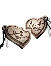 """Schlüsselanhänger Set aus Holz, Herz mit Gravur """"2 Herzen – 1 Herzschlag"""""""