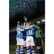 Impresión en metacrilato 20 x 30 cm: Soccer team cheering with trophy on field de Chris Ryan / Fotofinder.com