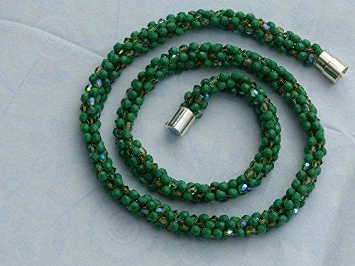 modische-lange-elegante-mittelgrune-kumihimo-kette-mit-swarowski-kristall-perlen-grun-magnetverschlu