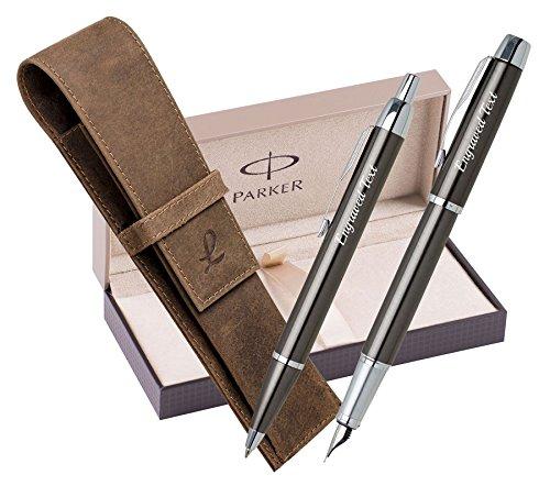 Graduierung Personalisierte Geschenke Parker Set - Kugelschreiber & Füllfederhalter IM - Gun Metall CT + Ledertasche Jagd braun + Luxus Präsentation Geschenkbox