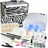 Salone mobile per manicure Mega Set, valigia in Zebra design Il salone mobile per manicure in Zebra design contiene:Gel di base: 1 gel UV monofasico trasparente ad alta viscosità da 15 ml 1 gel UV monofasic...