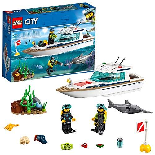 LEGO City Great Vehicles - Yate de Buceo, juguete creativo de construcción de barco con minifiguras de submarinistas y animales marinos (60221)
