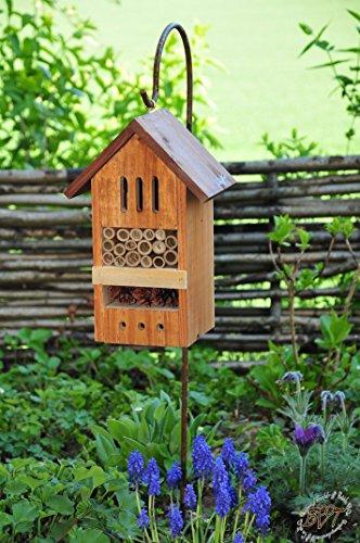 Insektenhaus dunkelbraun Teak Look mit Schmetterlingshaus braun Insektenhotel mit Metallstiel / Schäferstab 1,25 m Höhe robust, BD-MMS als Ergänzung zum Meisen Nistkasten Meisenkasten oder zum Vogelhaus Vogelfutterhaus Futterstation für Vögel, als umweltfreundliches Mittel gegen Blattläuse, ideal für die Beobachtung von Insekten Schmetterlingen Marienkäfer für die ökologische Blattlausbekämpfung