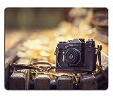 luxlady Gaming Mousepad Bild-ID: 33973758Vintage Kamera auf Bank aus Holz in Herbst Park Instagram Stil straffen Foto
