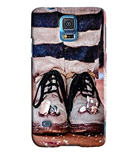 Blue Throat Men With Foot Printed Designer Back Cover/ Case For Samsung Galaxy S5