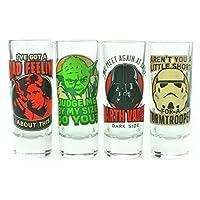 Set di 4bicchieri shooter. Ogni supporto 3.5pollici. Ospitato in una confezione regalo. Licenza ufficiale Lucasfilm Ltd. Set Include citazioni da:. Yoda. Han Solo. Darth Vader. Stormtrooper. Disegni stampati a colori.
