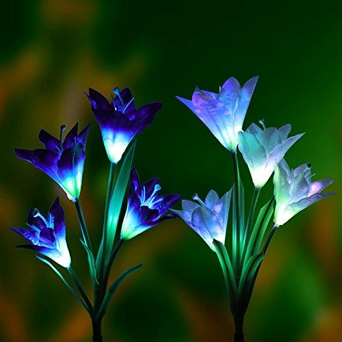 Solar Betriebene Beleuchtung (2er Pack), Dekawei Bodenleuchte, Solar Garten Pfahllichter (Leuchte mit Pfahl) mit 8 Lilienblumen, Mehrfarbe, Bunt Wechselde LEDs, Außenleuchte für Garten, Terrasse, Hinterhof (Lila und Weiß) (Bunte Garten-blumen)