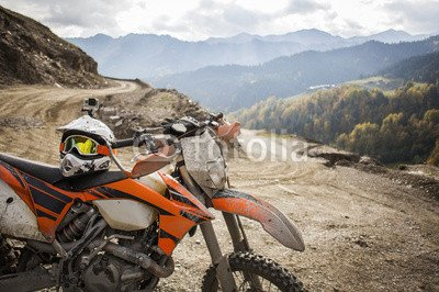 "Poster-Bild 110 x 70 cm: ""Dirty enduro motorcycle motocross helmet on road\"", Bild auf Poster"