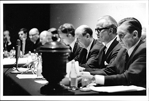 vintage-photo-of-swedish-handelsbankens-board-meeting-at-the-podium-with-the-ballot-box