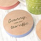 Staub und Dinge Granny, Sie sind tea-riffic Holz Geschenk Granny Untersetzer–Granny-Geschenke–Granny Mothers Day Gifts–Geburtstag Geschenke, für Granny–handgefertigt, handbemalt und Gravur von