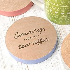 Idea Regalo - Polvere e cose Granny, You Are tea-riffic 'regalo in legno nonna sottobicchiere–Granny Gifts–Granny festa della mamma regali regali di compleanno per Granny–fatto a mano, dipinto e incisione di