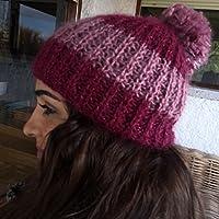 Cappello lavorato a mano con grande pompon b623da64bc15