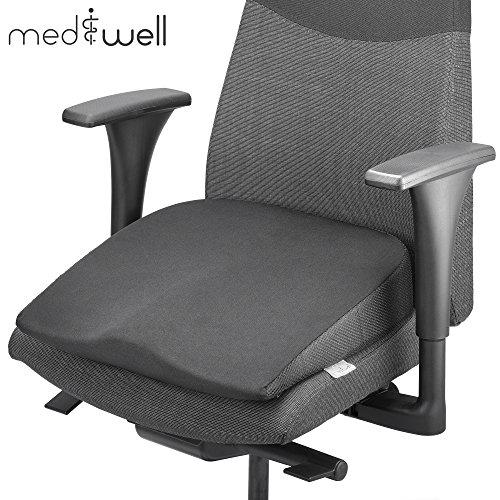 MEDIWELL Keilkissen | Orthopädisches & ergonomisches Sitzkissen | Aus Visco-Schaumstoff | Sitzkeil als Stuhlkissen oder Sitzerhöhung für Bürostuhl 40x40 cm hoch | für schwarze Unterlagen