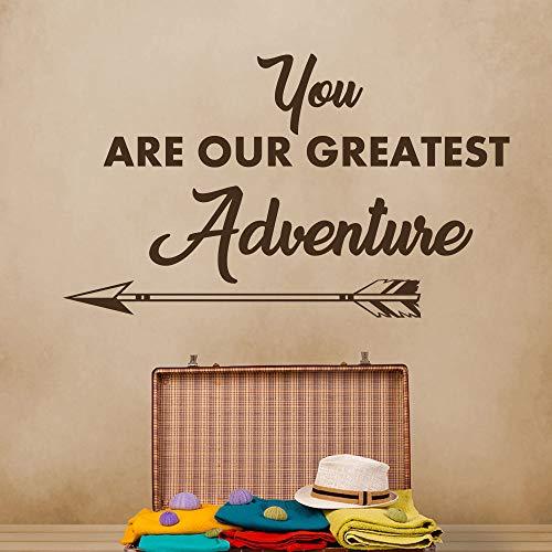 ndtattoo Zitat Unsere Größten Abenteuer Pfeil Aufkleber Junge Kinderzimmer Innenwanddekor Ungiftig PVC Aufkleber 94 * 56 cm ()