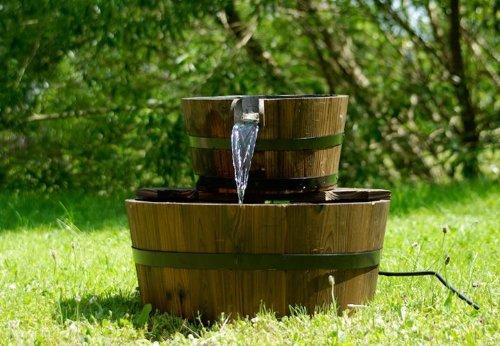 Gartenbrunnen Springbrunnen Holzbrunnen Holz Garten Brunnen Fass m ...