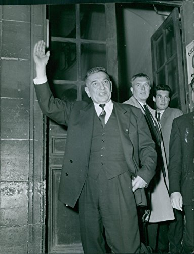 vintage-photo-of-raoul-salan-is-waiving-to-the-crowd-1962