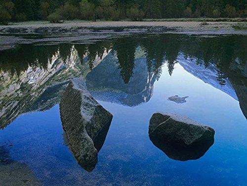 The Poster Corp Tim Fitzharris - Mount Watkins Reflected in Mirror Lake Yosemite National Park California Kunstdruck (45,72 x 60,96 cm) - Mirror Lake Yosemite National Park