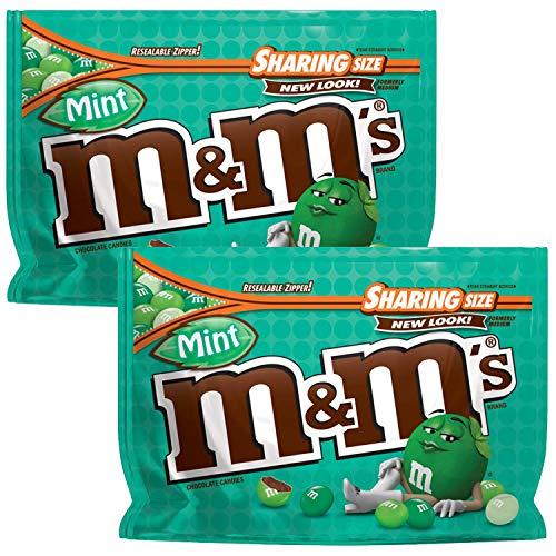 Ten un poco de fondo con M & M'S caramelo de menta del chocolate oscuro. Estos sabrosos bocados de dulces de chocolate negro son una delicia satisfactoria. Disponible en una bolsa con cierre conveniente, estos caramelos cubiertos de chocolate fre...